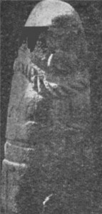 Каменная статуя скифа